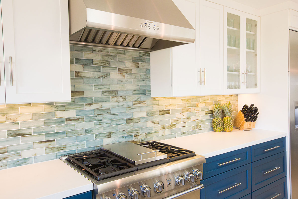 cool-blue-kitchen-stainless-steel-oven-backsplash
