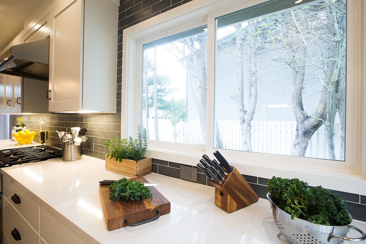 modern-industrial-kitchen-white-counter-cabinet-tile-backsplash