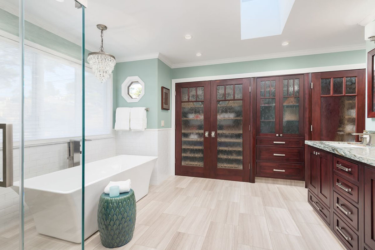 Ocean-View-Bath-Cabinets-Tub